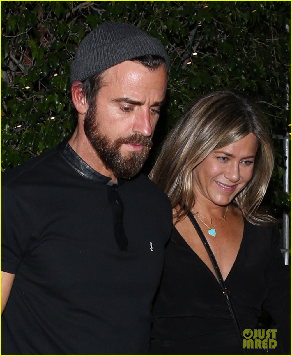 jennifer aniston justin theroux dine with courteney cox friends 023921919