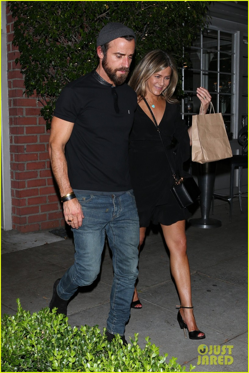 jennifer aniston justin theroux dine with courteney cox friends 053921922