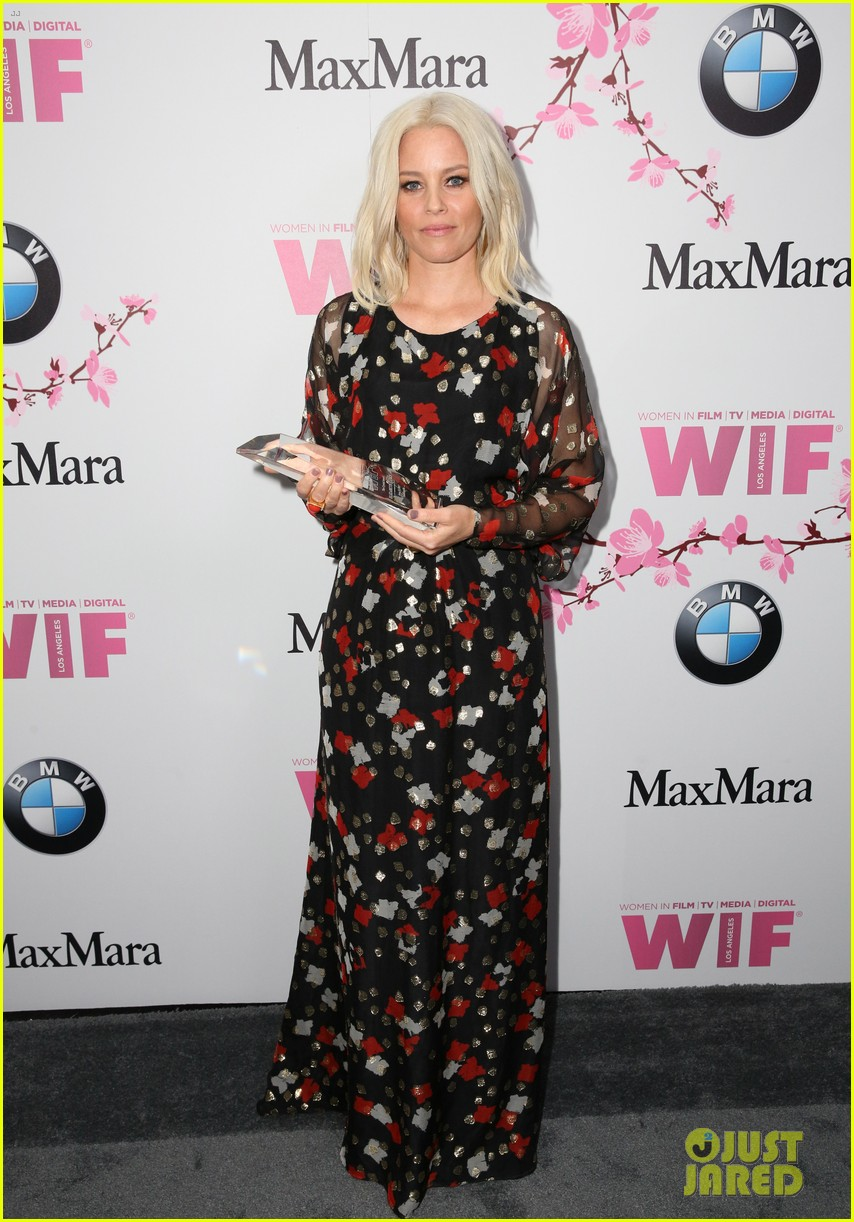 elizabeth banks apologizes for forgetting color purple 043915024