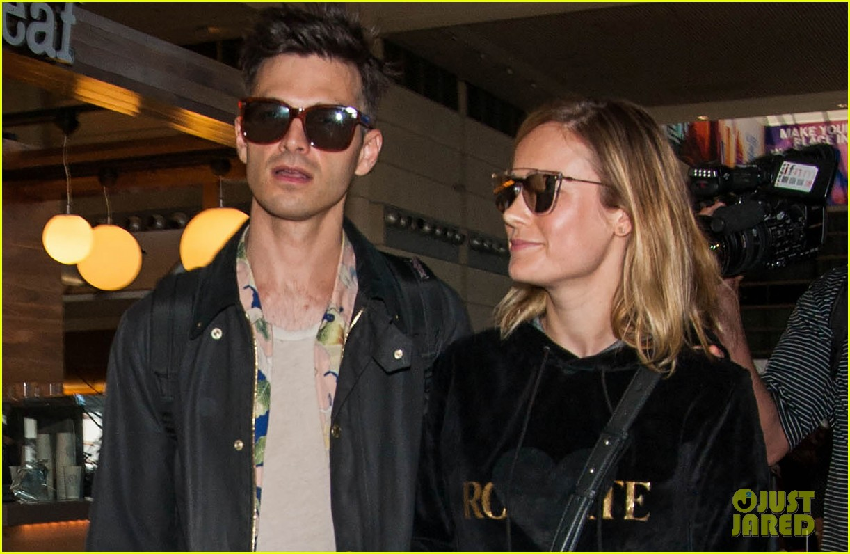 brie larson fiance alec greenwald couple up at lax 023922139