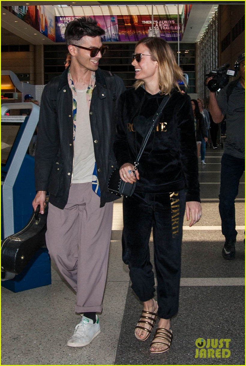 brie larson fiance alec greenwald couple up at lax 033922140