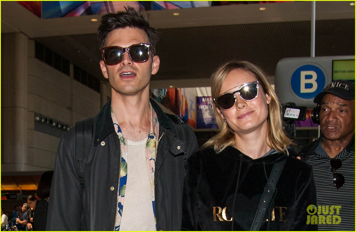 brie larson fiance alec greenwald couple up at lax 043922141