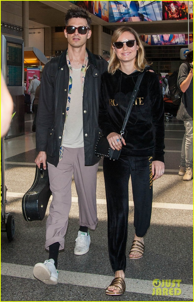 brie larson fiance alec greenwald couple up at lax 063922143