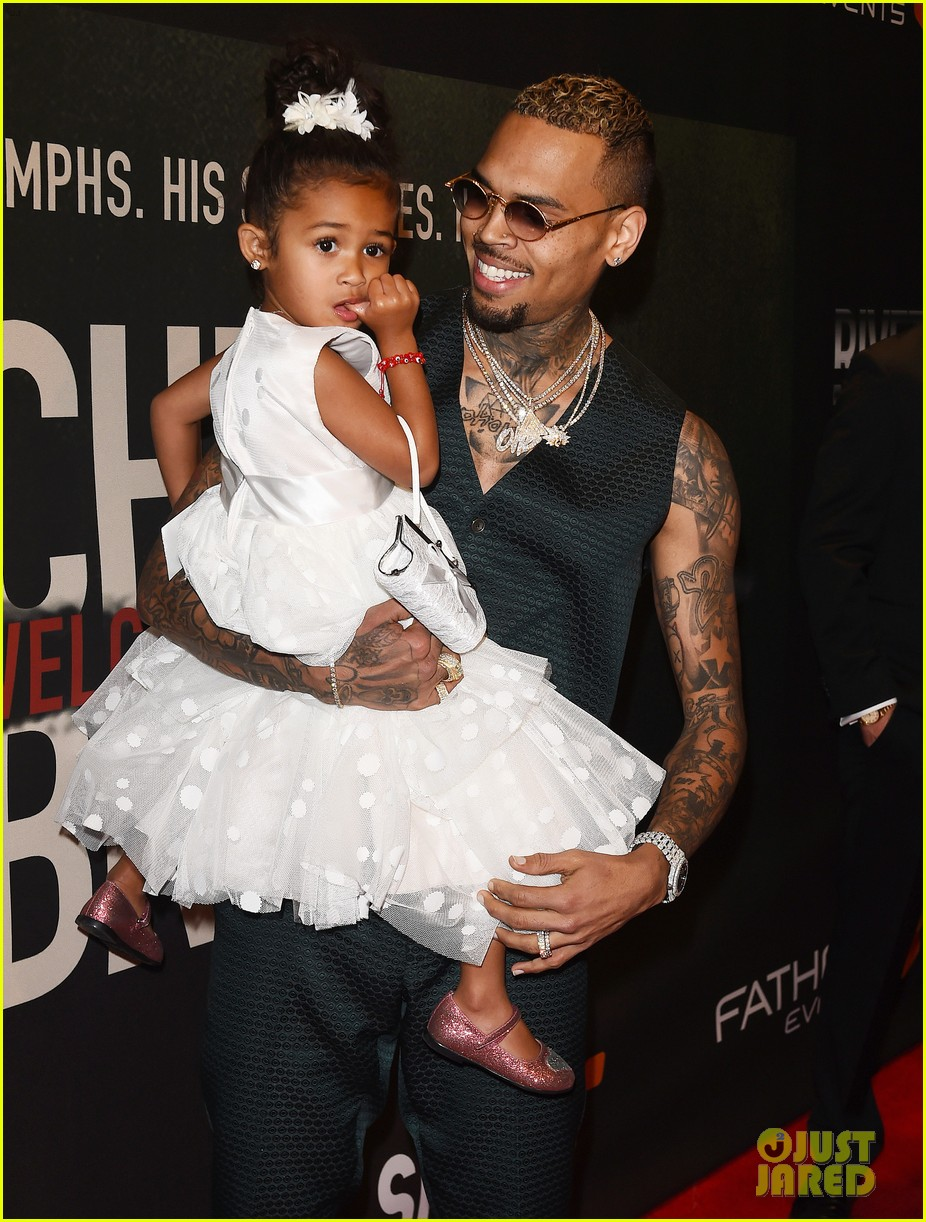 chris brown brings daughter royalty to welcome to my life premiere 033910529