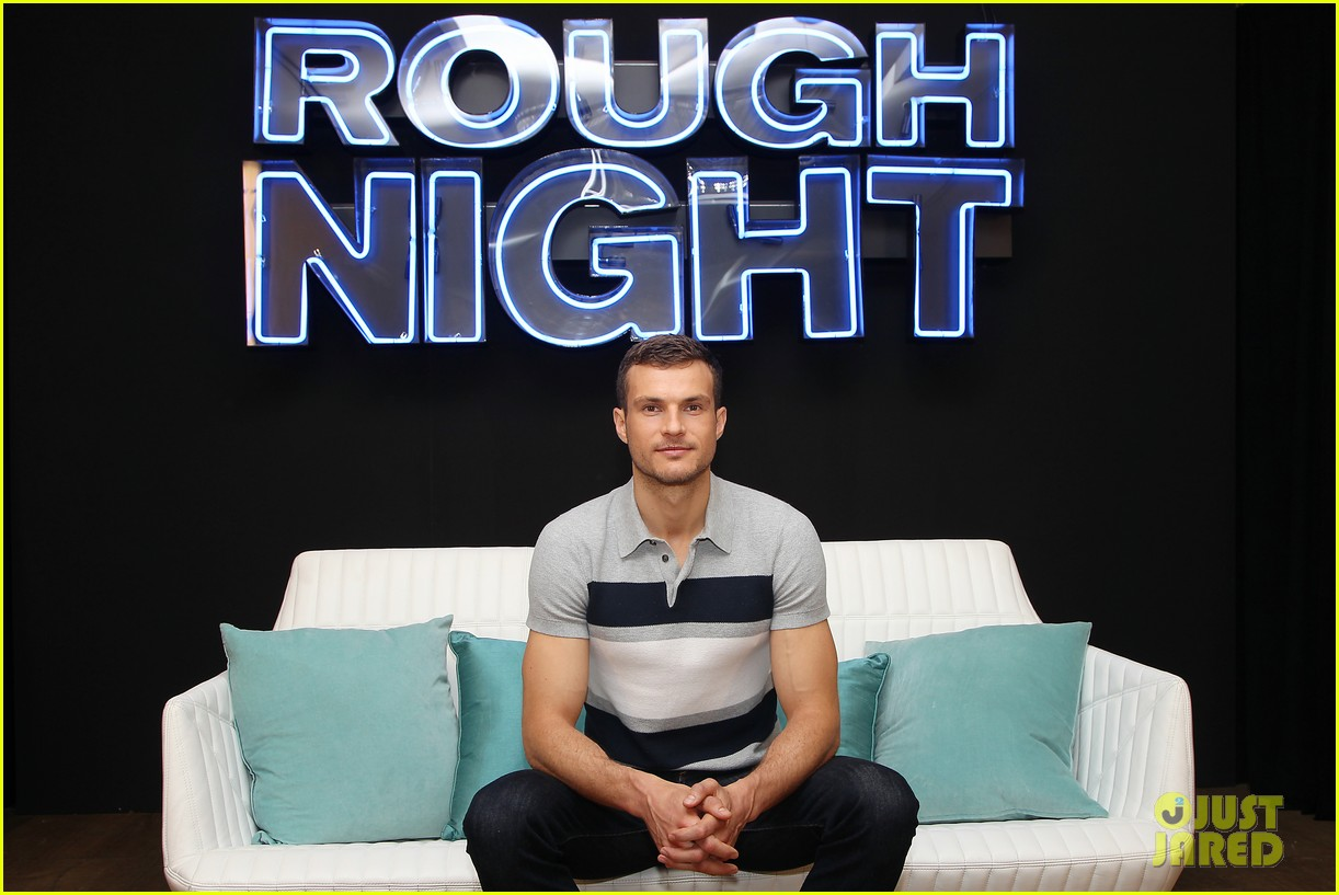 rough night ryan cooper flashes abs at nyc photo call 203912170