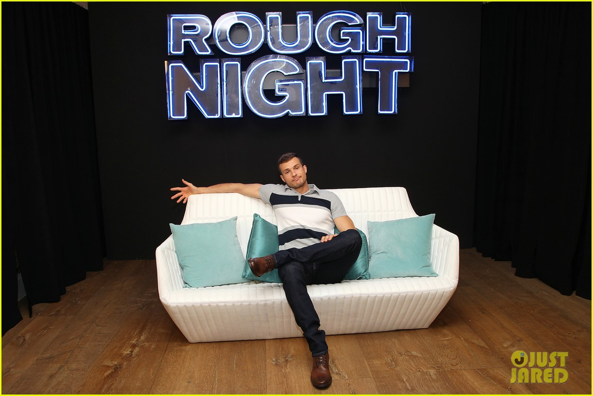 rough night ryan cooper flashes abs at nyc photo call 223912172