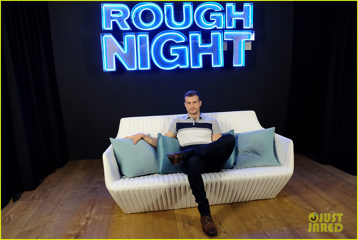 rough night ryan cooper flashes abs at nyc photo call 273912177