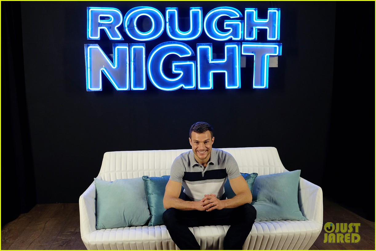 rough night ryan cooper flashes abs at nyc photo call 283912178