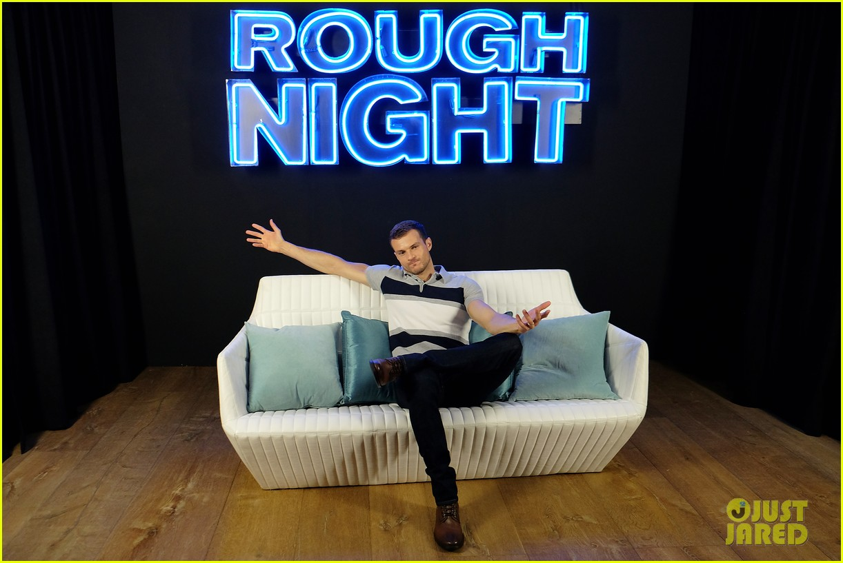 rough night ryan cooper flashes abs at nyc photo call 293912179