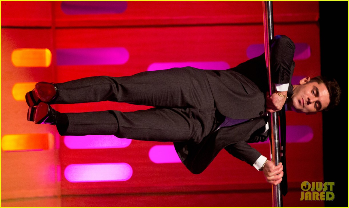 tom cruise calls zac efrons pole dancing skills perfect 043908449