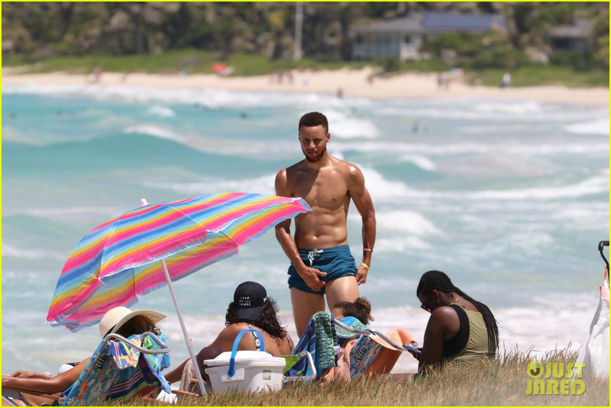 shirtless stephen curry hits the beach with wife ayesha   photo 3918192