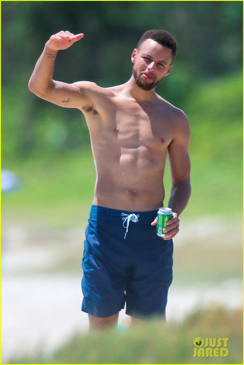 shirtless steph curry hits the beach with wife ayesha 043918193