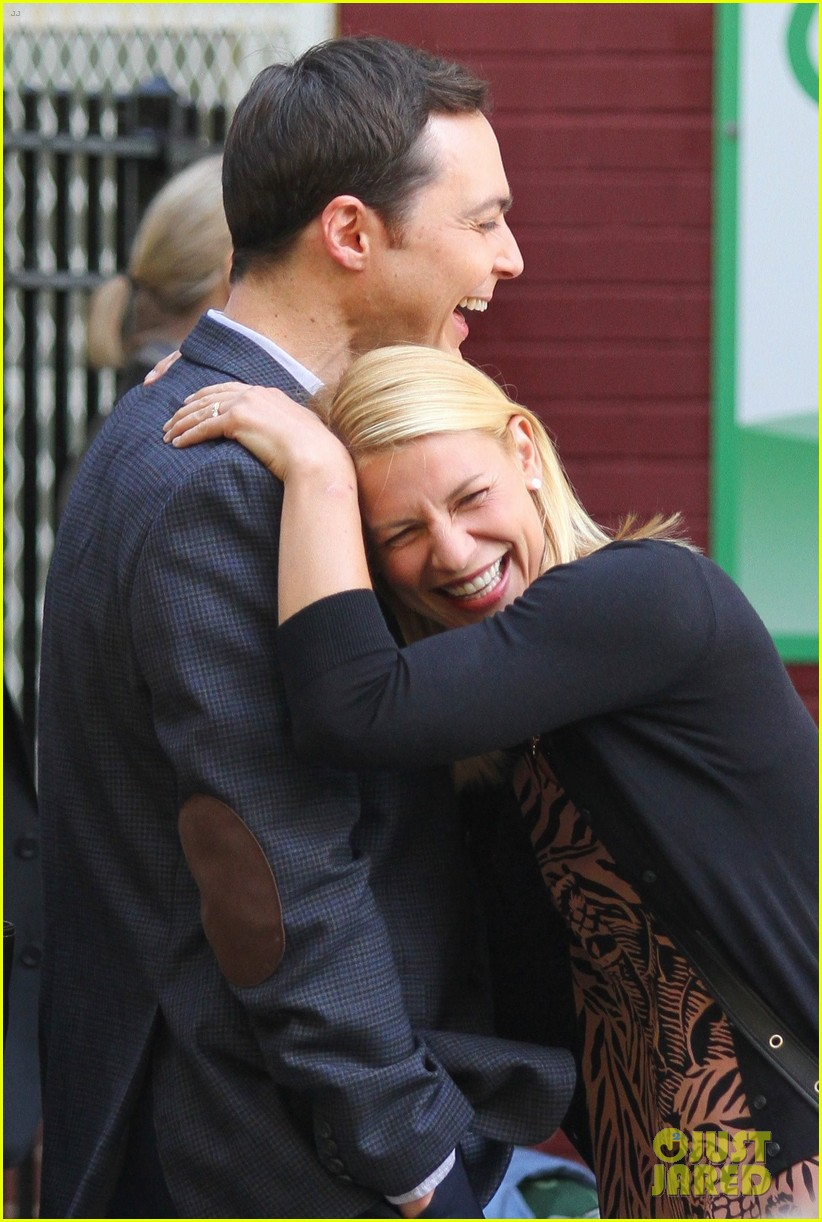 claire danes and jim parsons share lots of laughs on a kid like jake set 043921662