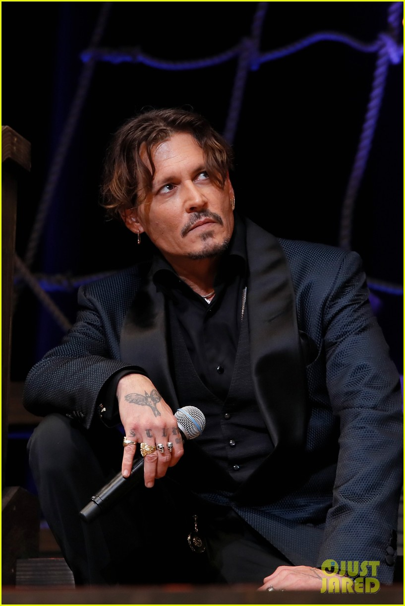 johnny depp joins pirates of the caribbean cast at japan premiere 033916795