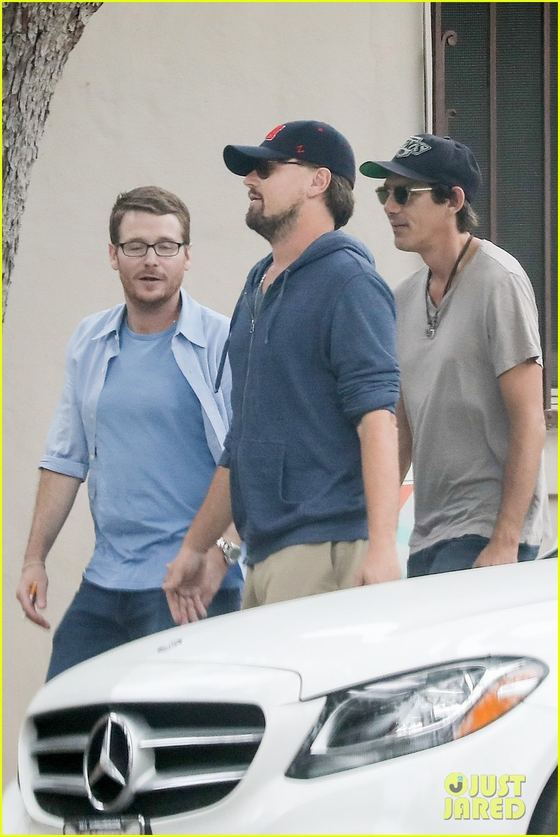 leonardo dicaprio hangs out with buddies 013909380