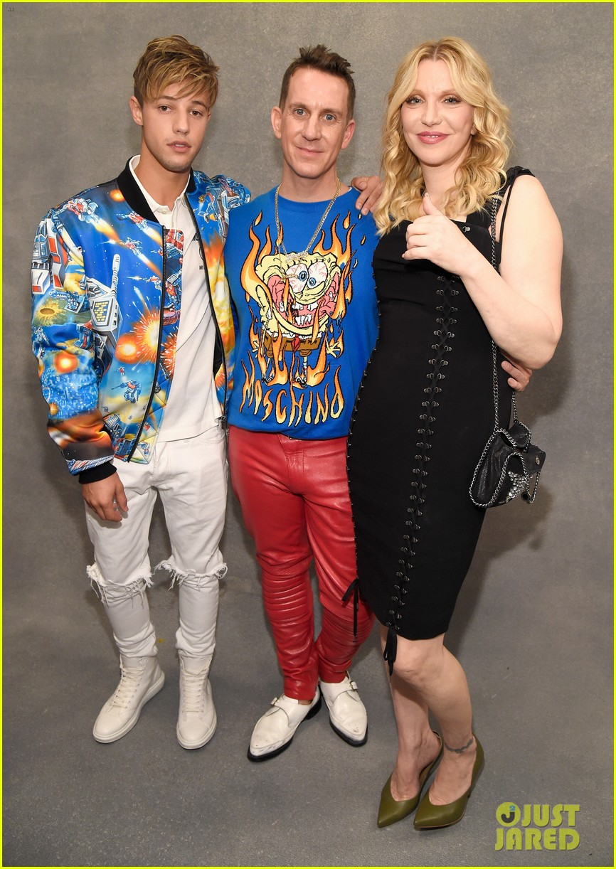 dnce match in out of this world outfits at moschino show 083911901