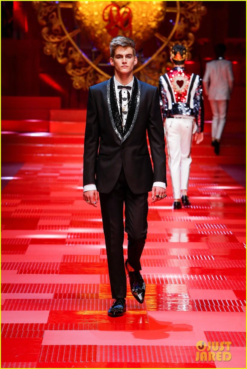dolce gabbana milan runway show 133917281