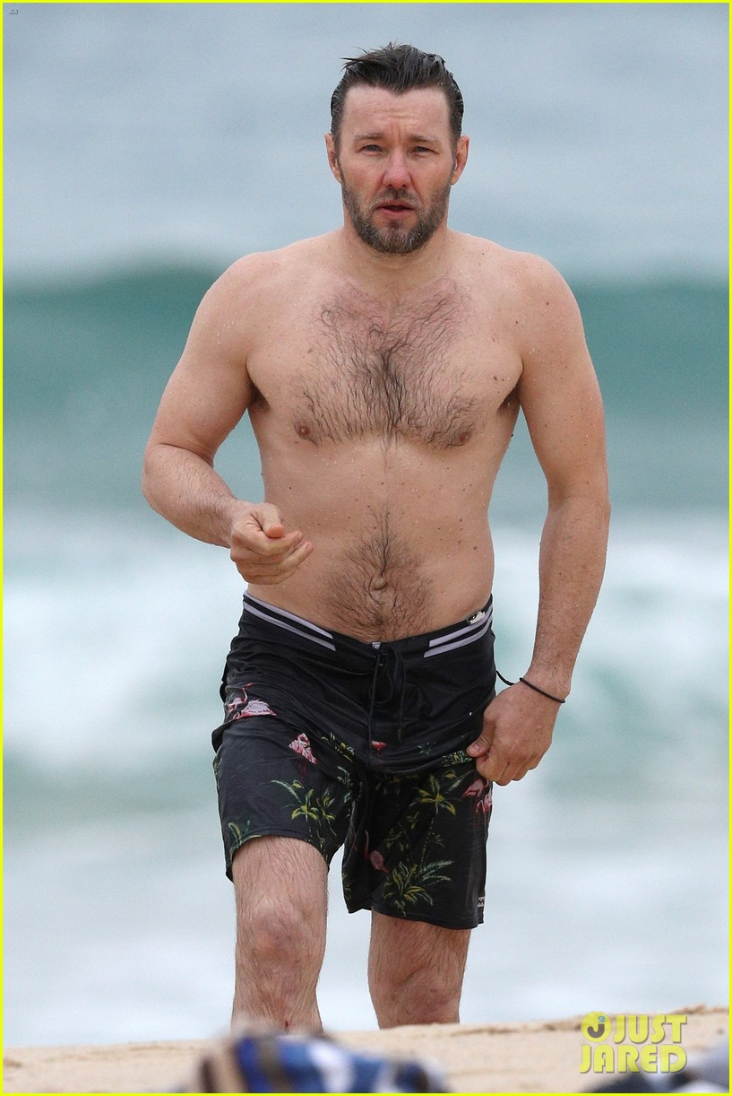 joel edgerton shirtless beach australia 033915148