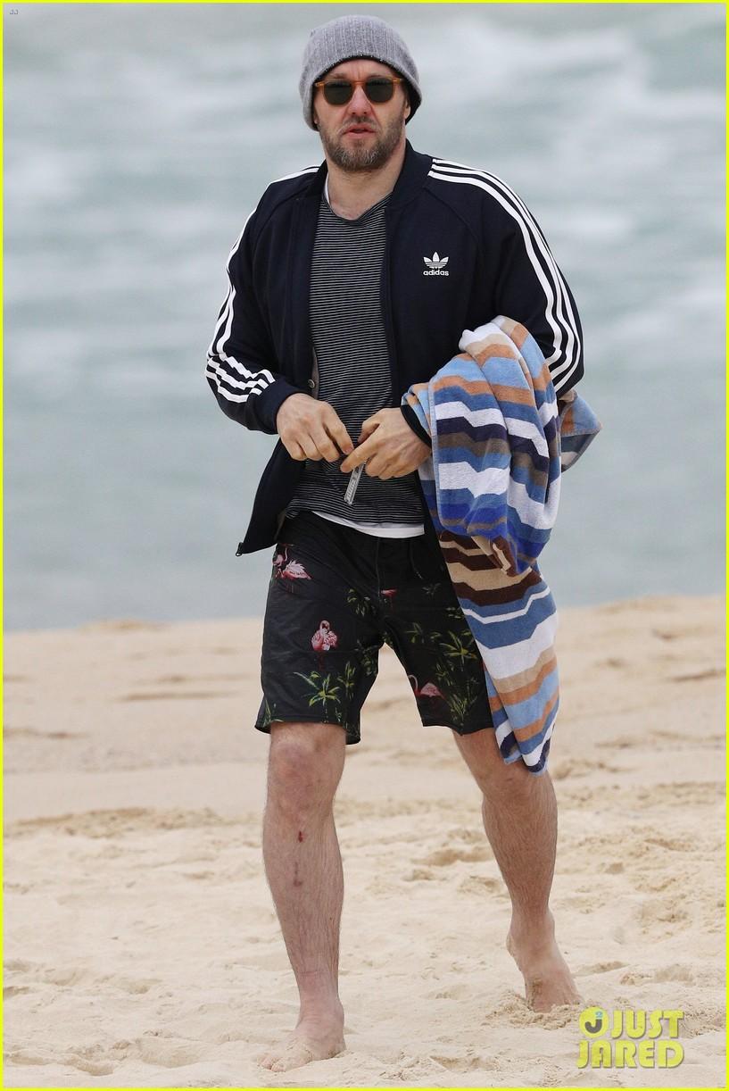 joel edgerton shirtless beach australia 043915149