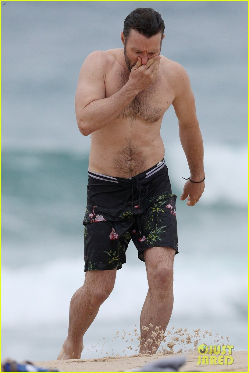 joel edgerton shirtless beach australia 053915150