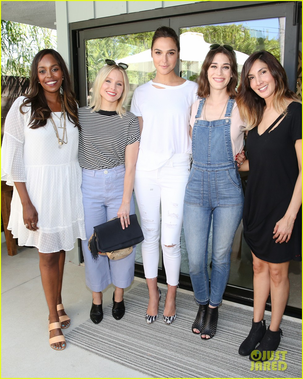 gal gadot joins famous friends at nPhilanthropy give back party 093921560