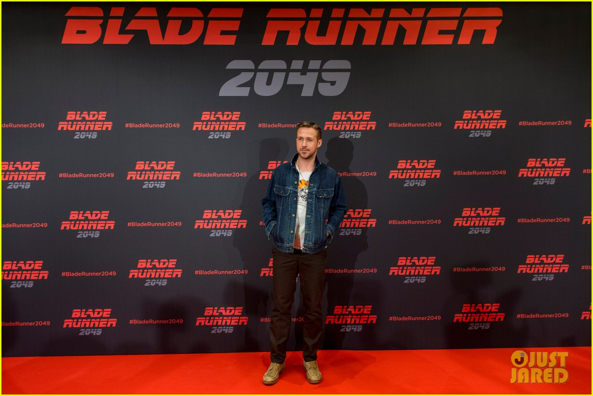 ryan gosling kicks off blade runner 2049 promo tour in spain 013916335