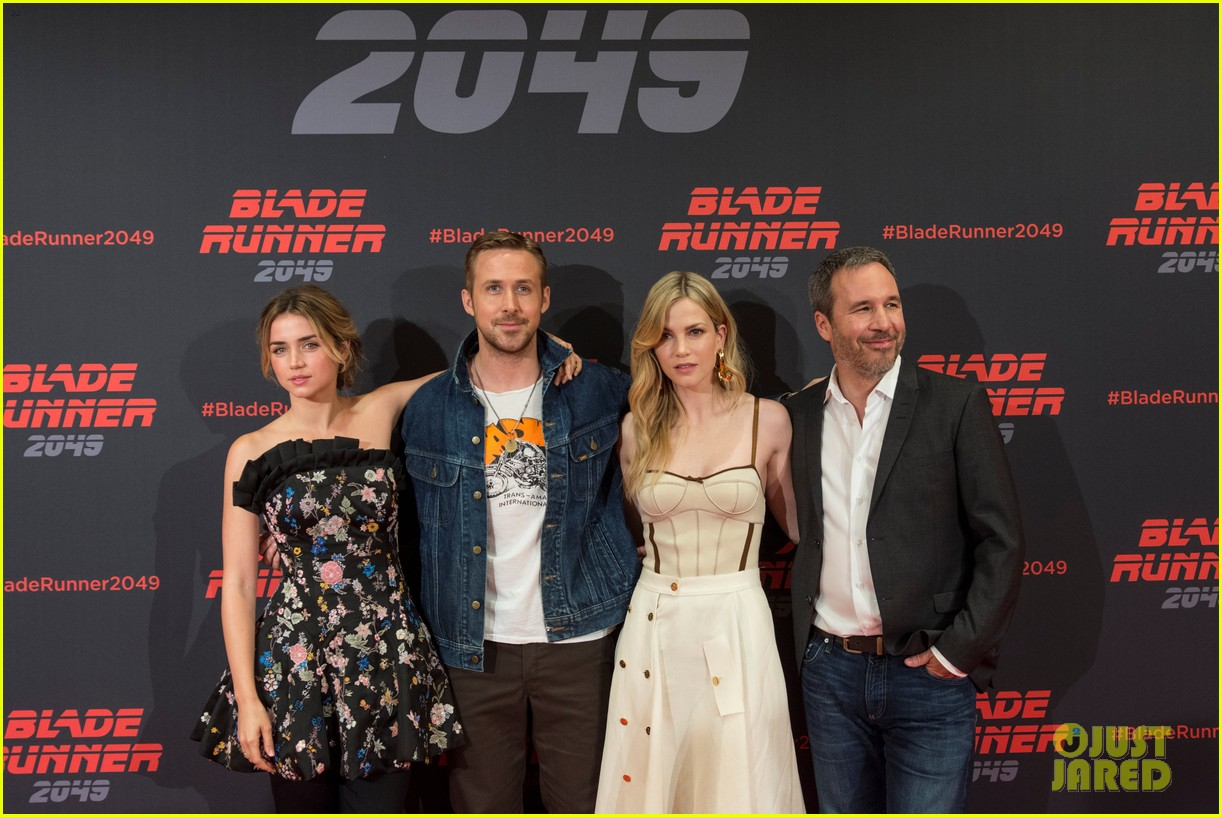 ryan gosling kicks off blade runner 2049 promo tour in spain 043916338