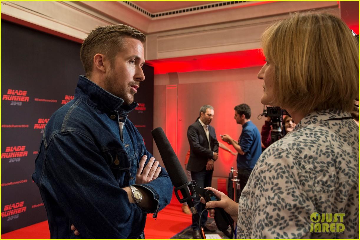 ryan gosling kicks off blade runner 2049 promo tour in spain 053916339