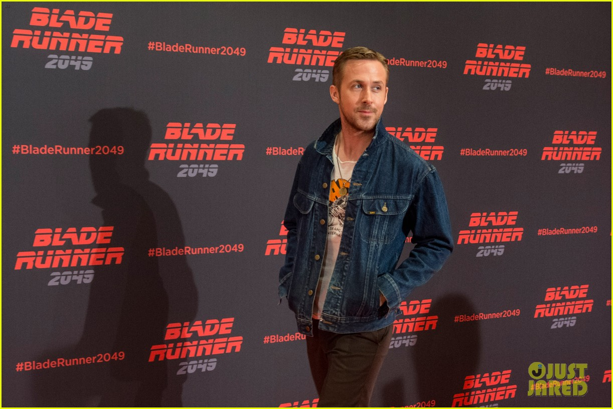 ryan gosling kicks off blade runner 2049 promo tour in spain 063916340