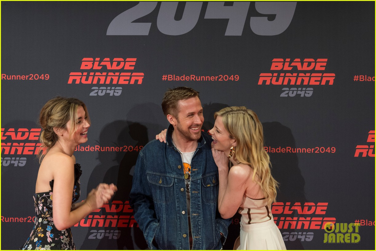 ryan gosling kicks off blade runner 2049 promo tour in spain 073916341