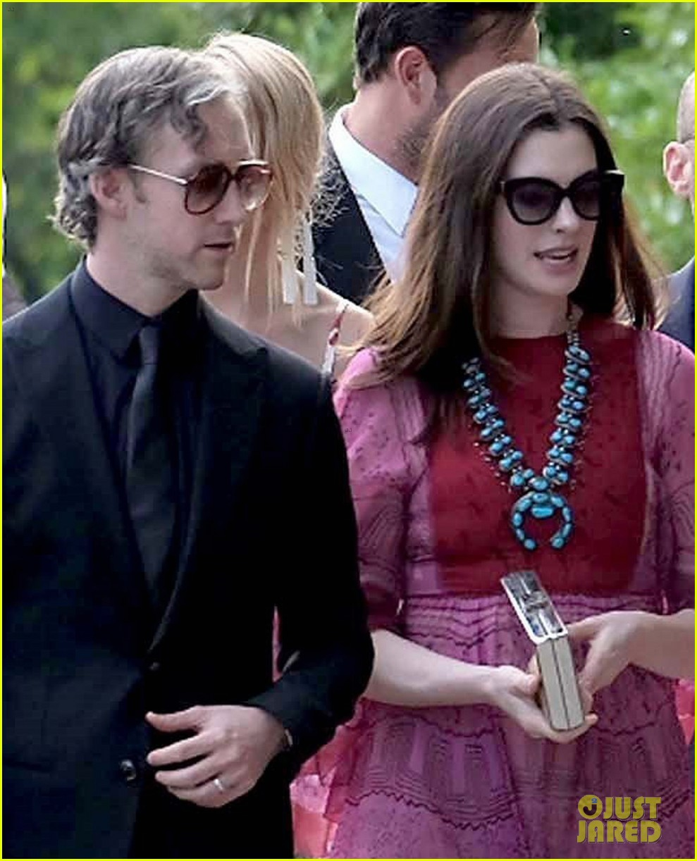 Anne Hathaway And Husband Wedding: Anne Hathaway & Emily Blunt Arrive For Jessica Chastain's