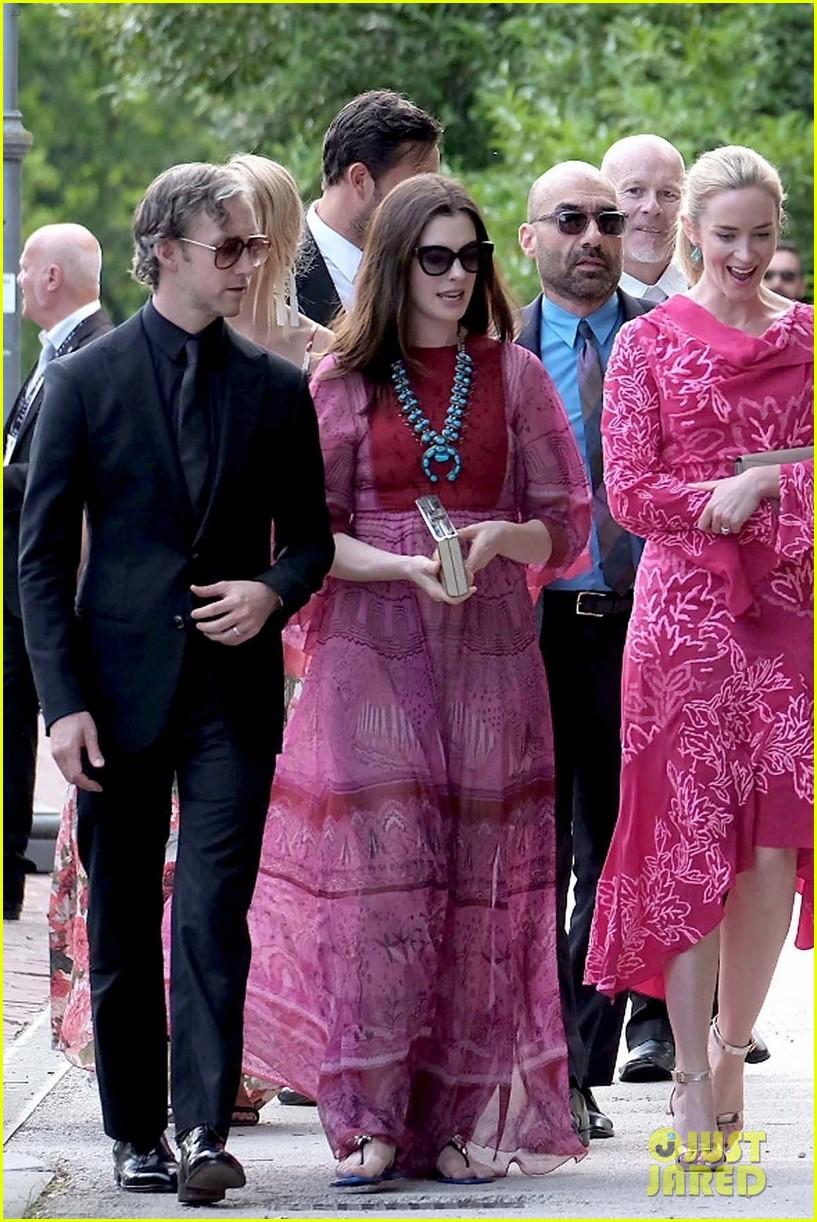 anne hathaway emily blunt jessica chastain wedding 053912205