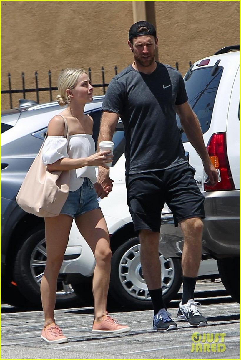 julianne hough and fiance brooks laich even hold hands while running errands 053918466