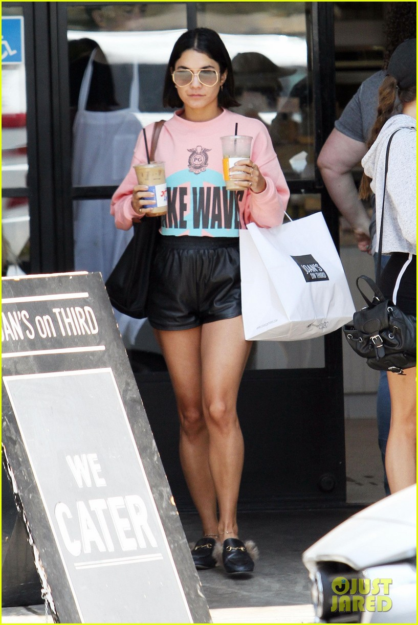 vanessa hudgens cant stop laughing while shopping with friends 023921594