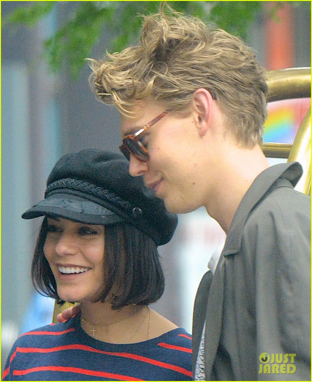 vanessa hudgens austin butler are summer lovebirds in ny 013920075