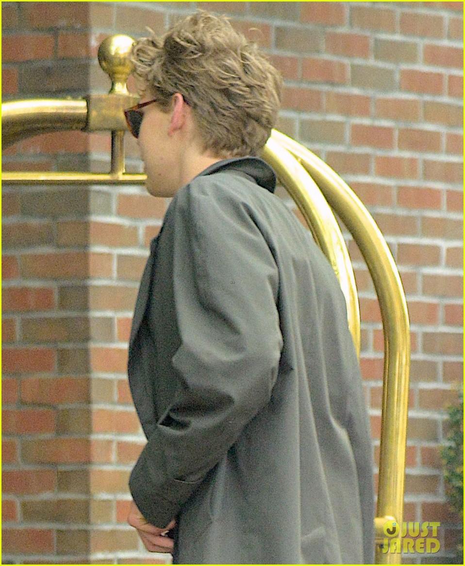 vanessa hudgens austin butler are summer lovebirds in ny 033920077