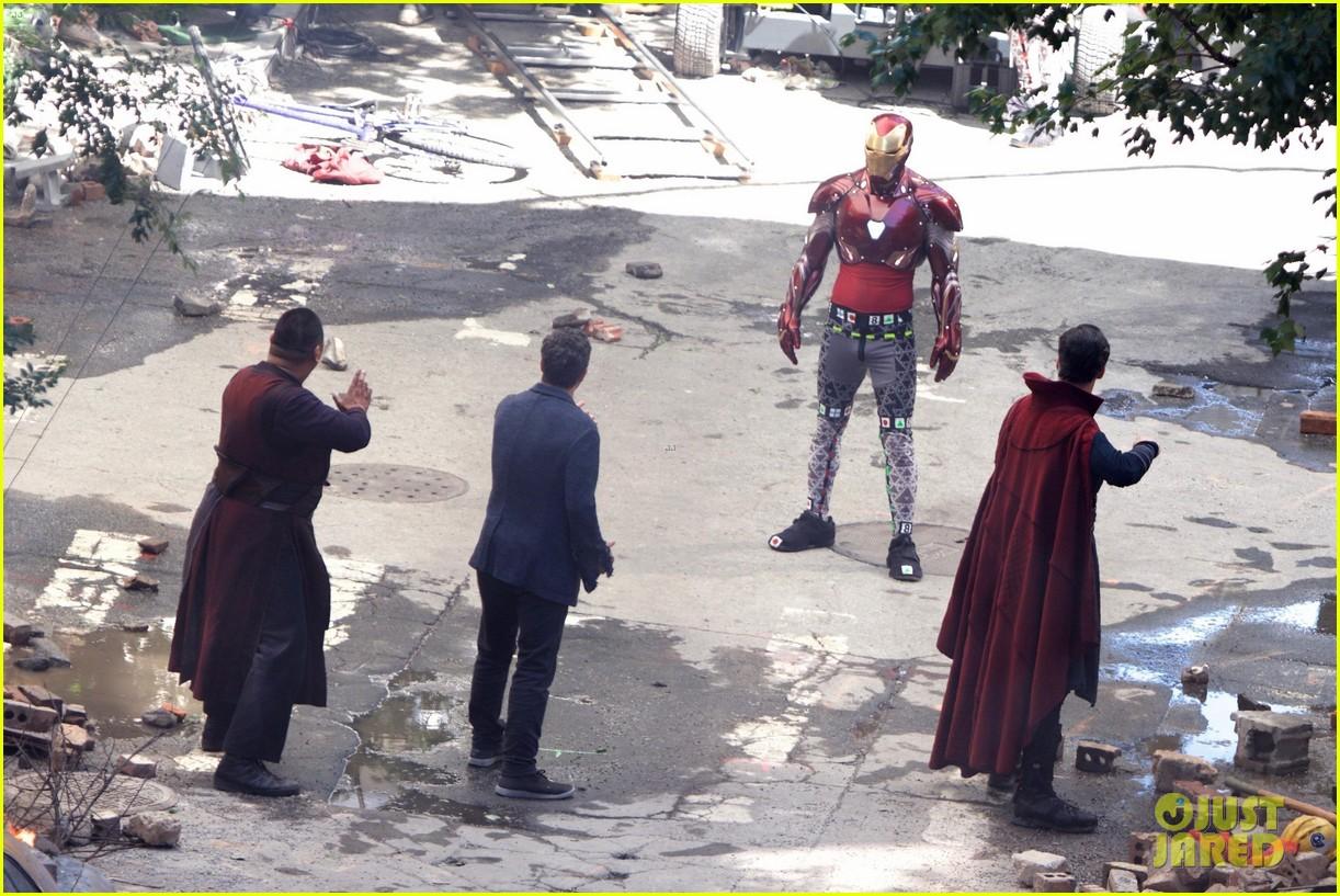 Iron Man Wears His Armor in New 'Avengers: Infinity War' Set