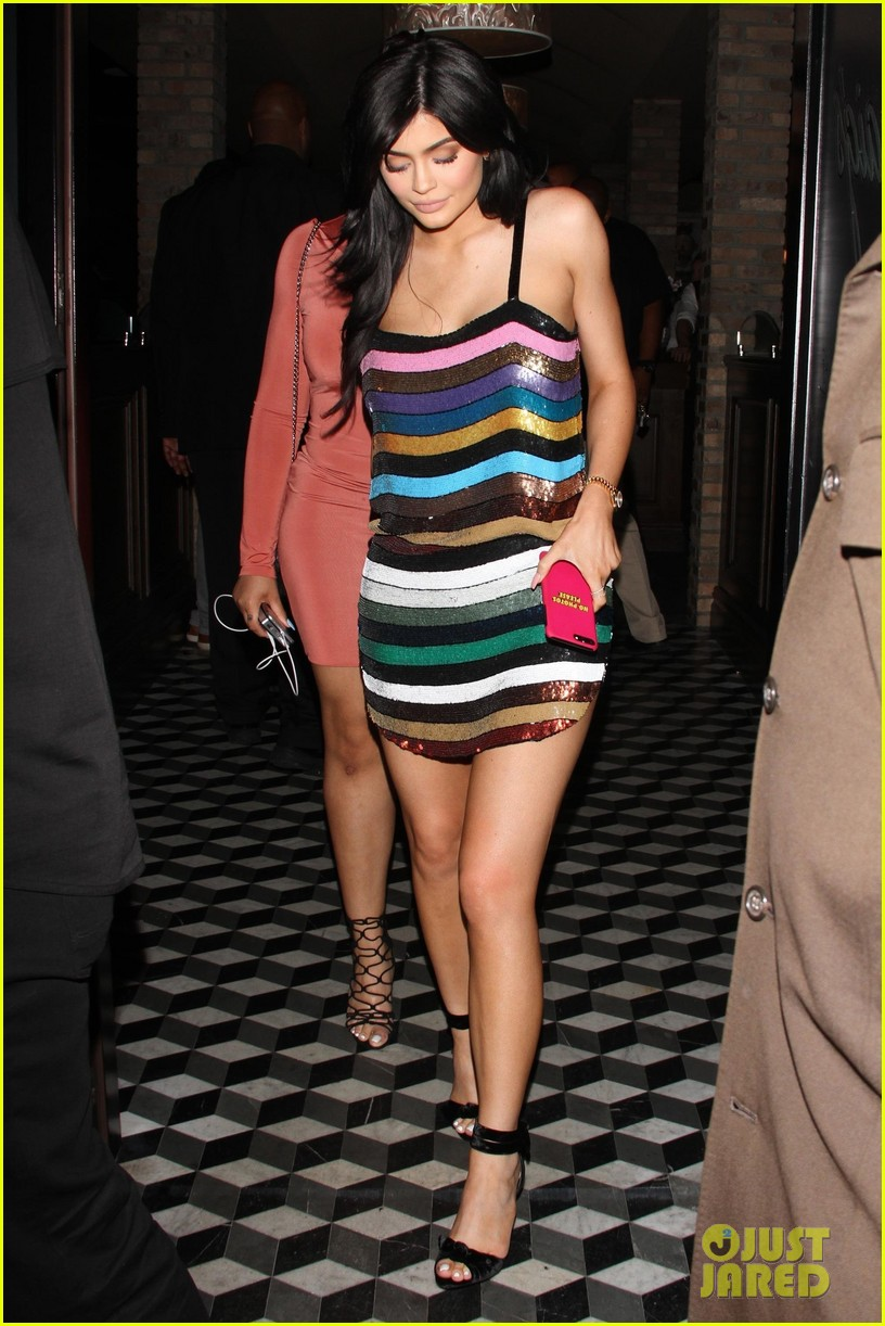 Kendall Amp Kylie Jenner Wear Cute Outfits To Khloe S Party
