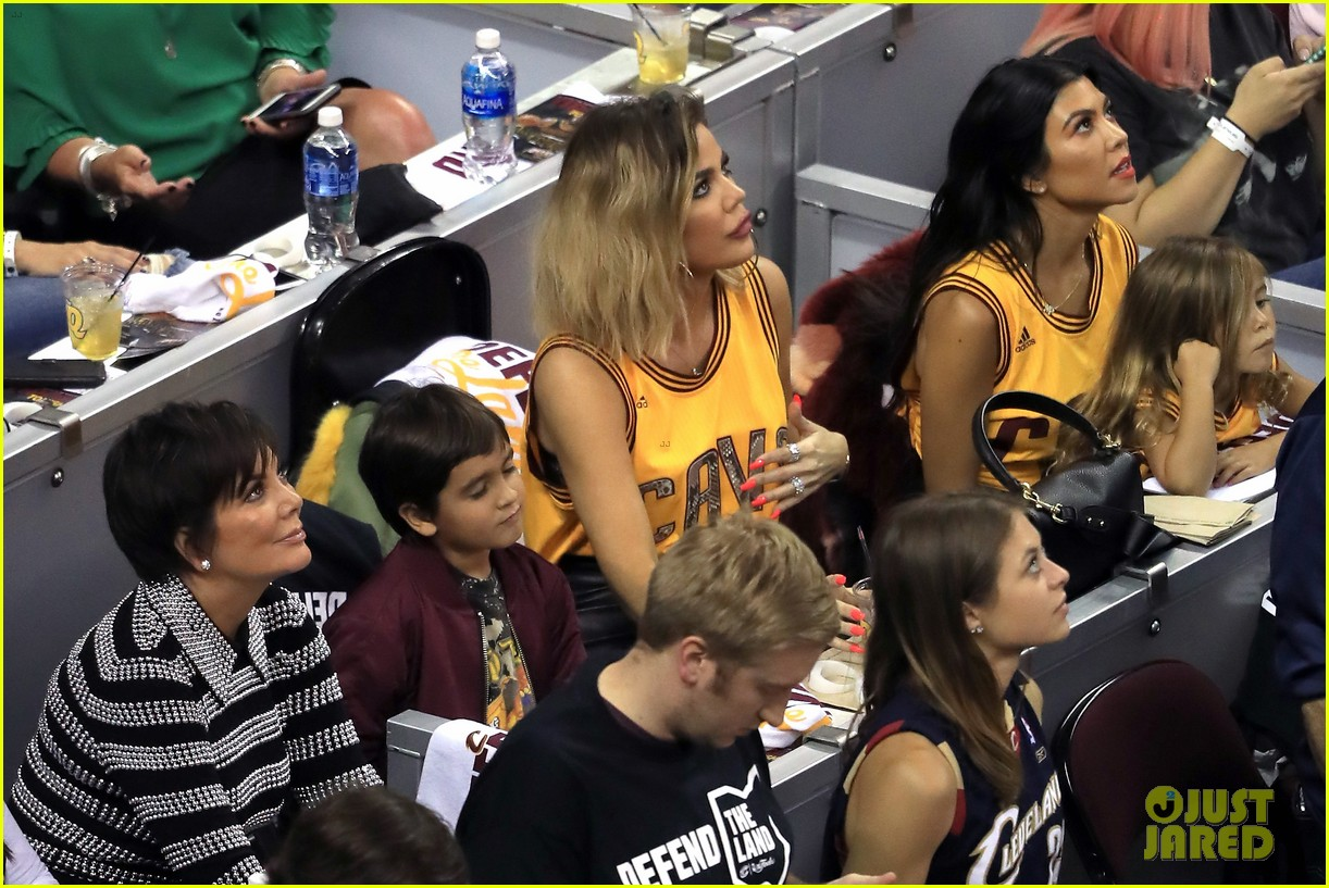 kourtney khloe kardashian watch the cavs win game 4 013912080