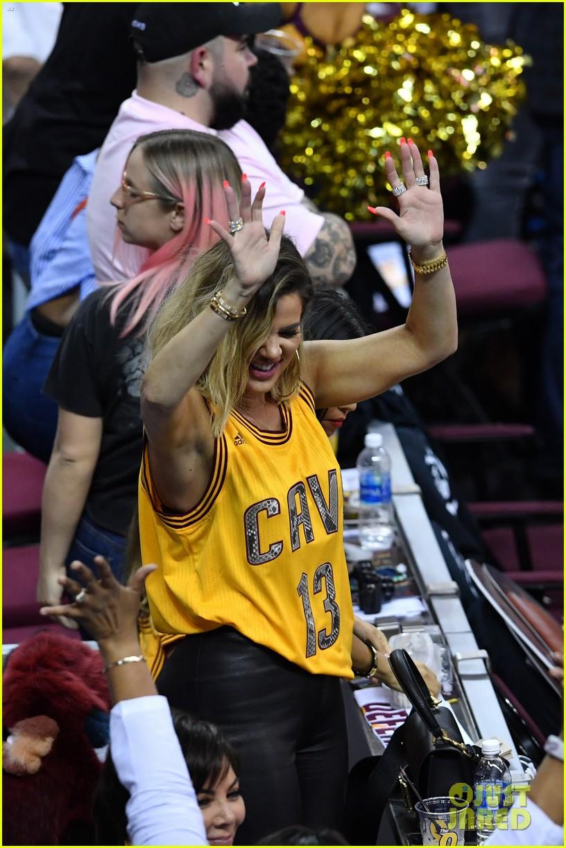 kourtney khloe kardashian watch the cavs win game 4 033912082
