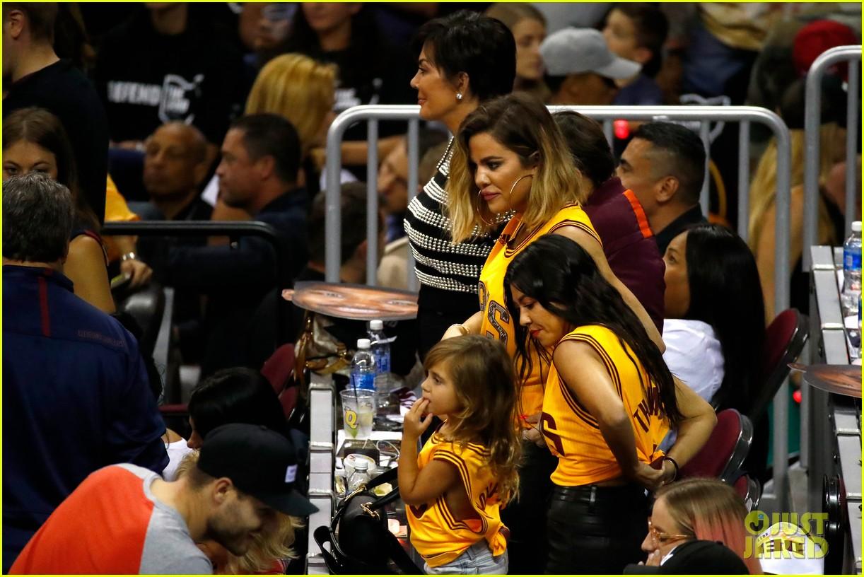 kourtney khloe kardashian watch the cavs win game 4 043912083