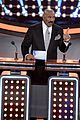 kelly clarkson amy schumers face off on celebrity family feud 01