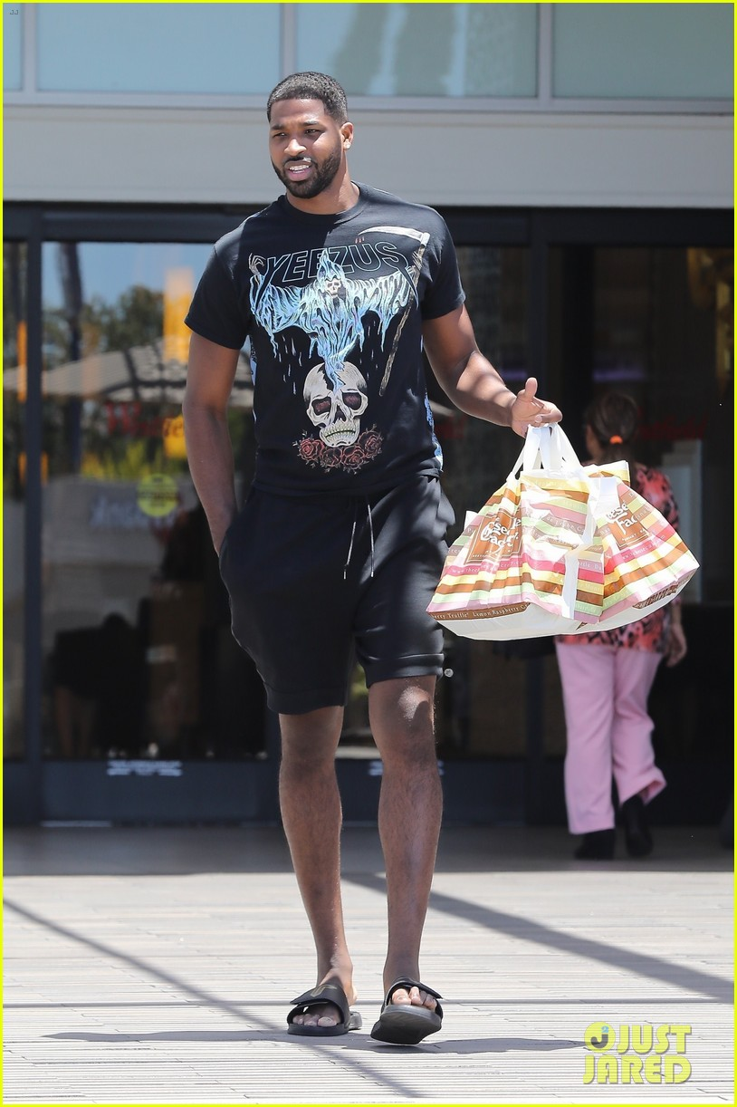 khloe kardashian boyfriend gets her cheesecake factory 043920839