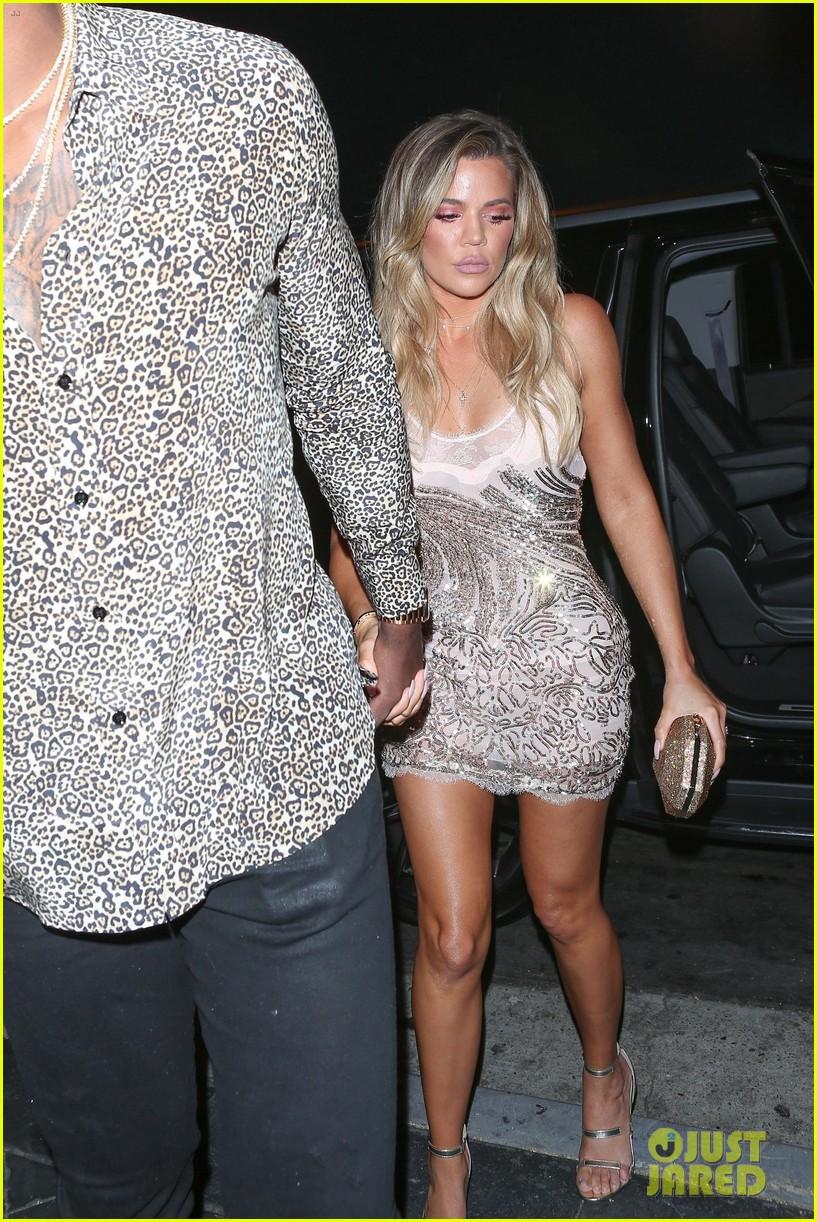 Khloe Kardashians Boyfriend Tristan Thompson Joins Her At Surprise Birthday Party