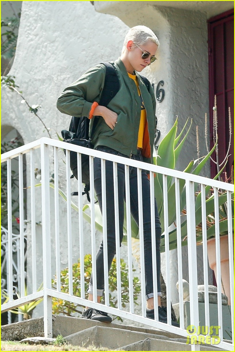 kristen stewart hangs with alicia cargile 043910030