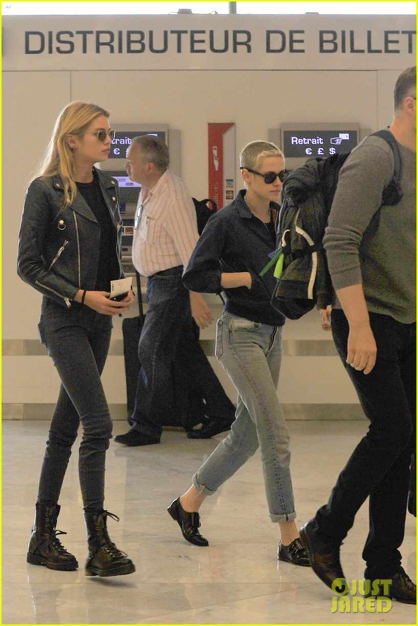 kristen stewart stella maxwell jet out of paris 023914552