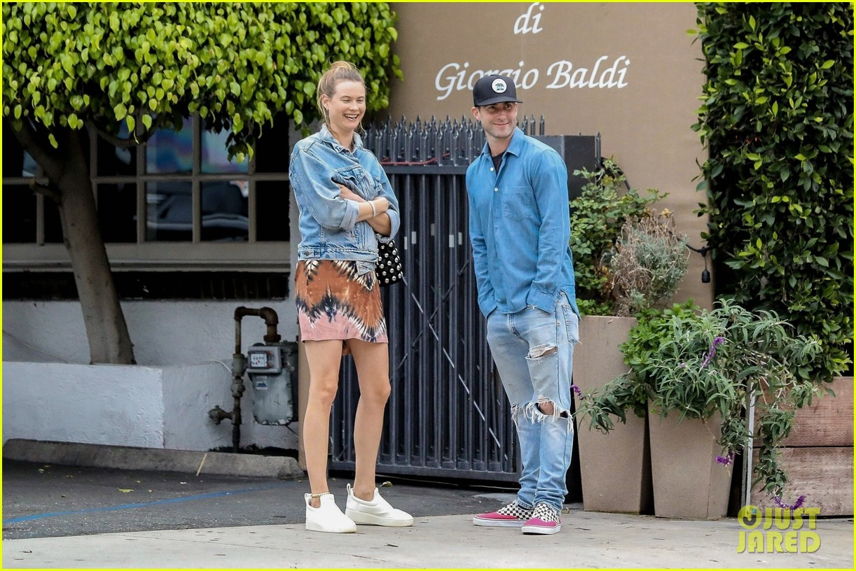 adam levine behati prinsloo flaunt cute pda on date night 013919909