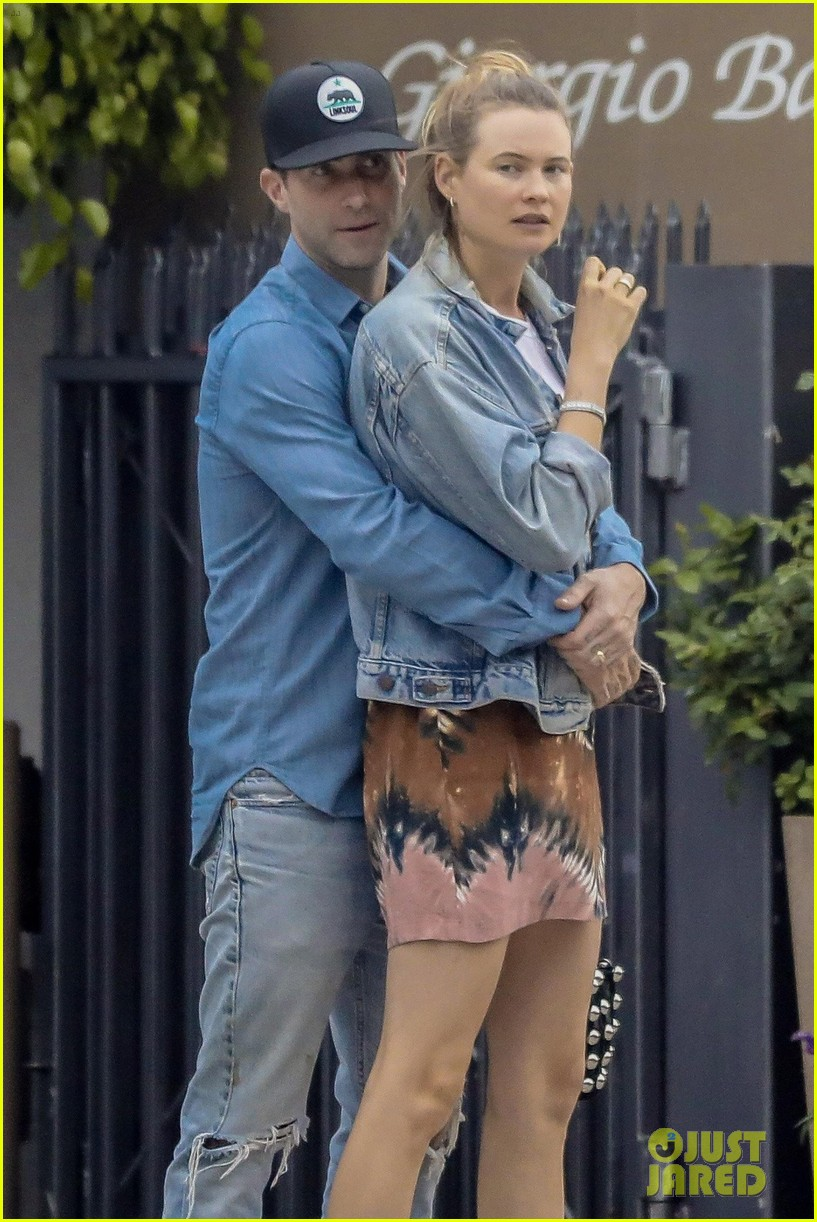 adam levine behati prinsloo flaunt cute pda on date night 023919910