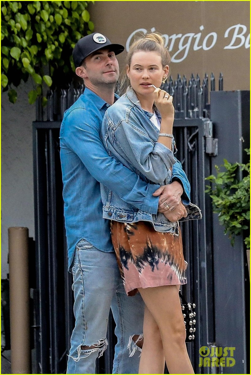 adam levine behati prinsloo flaunt cute pda on date night 063919914