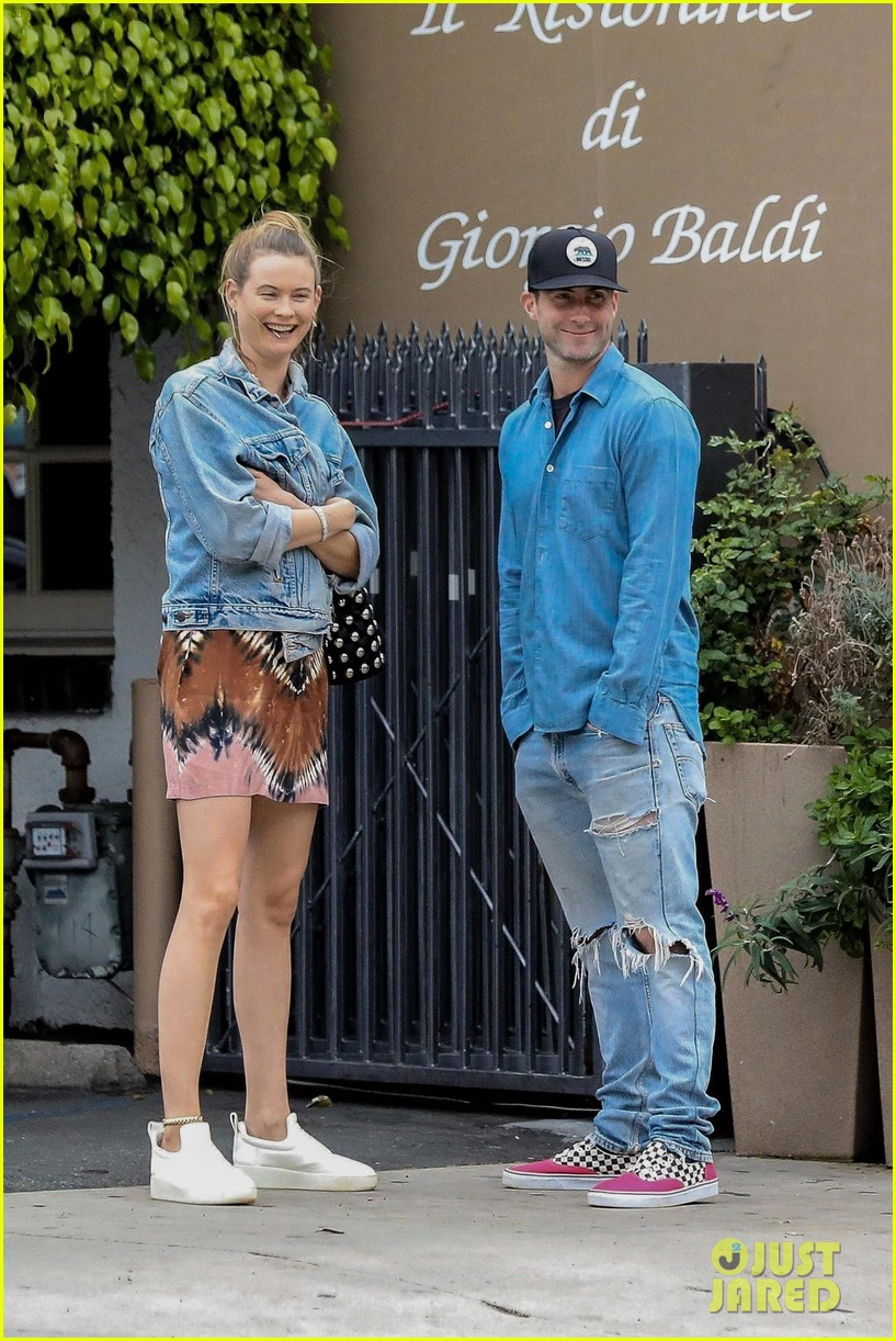 adam levine behati prinsloo flaunt cute pda on date night 073919915